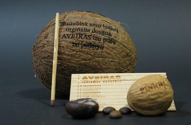 Graviruotas kokoso rie�utas